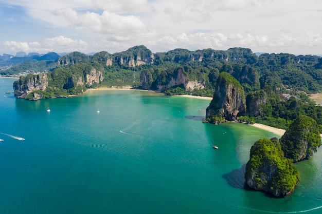 Krabi tailandia stupefacente dell'isola tailandia della spiaggia di vista aerea di alta stagione di vista sul mare di alta stagione