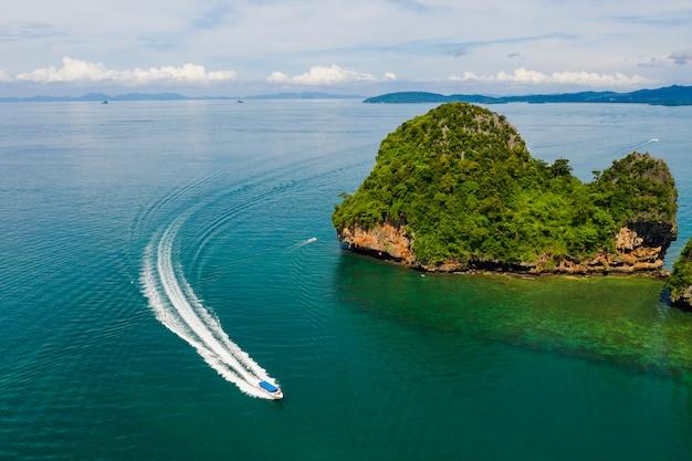 Krabi tailandia stupefacente dell'isola tailandia della spiaggia di vista aerea di alta vista sul mare di alta stagione