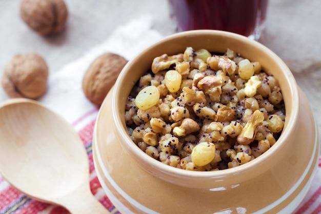 Kutia - budino di grano dolce
