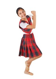L'adolescente si è vestito con il plaid rosso dei vestiti tipici