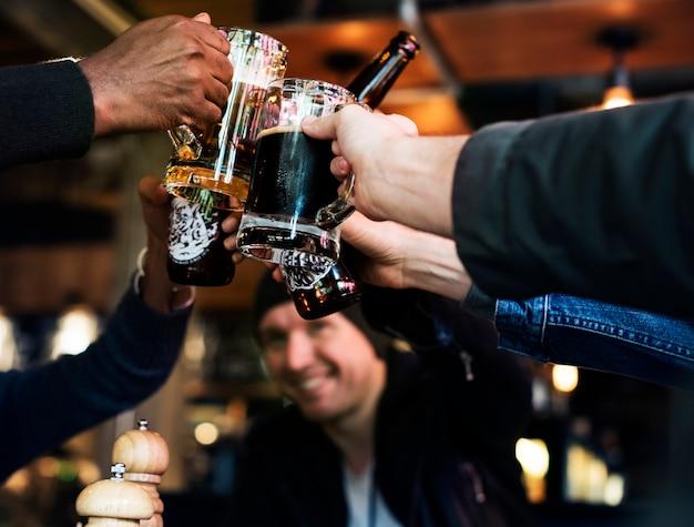 L'alcool dell'alcool di birra dell'alimento della birra del mestiere celebra il rinfresco