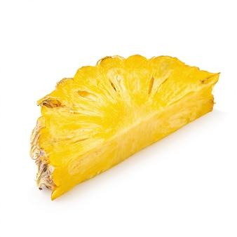 L'ananas maturo è frutta tropicale isolata su fondo bianco