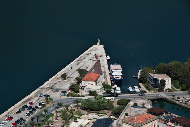 L'antica città di cattaro sulla costa adriatica, montenegro