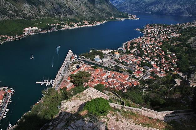 L'antica città di kotor sulla costa adriatica, montenegro