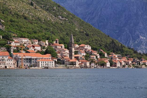 L'antica città perast sulla costa adriatica, montenegro