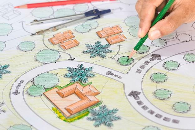 L'architetto paesaggista progetta i modelli per il ricorso.