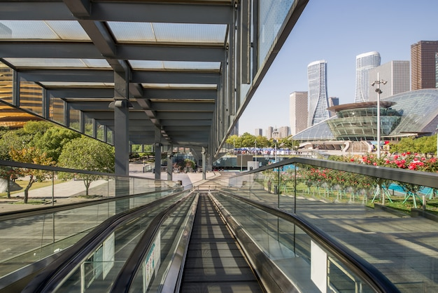 L'ascensore mobile si trova nella piazza del centro commerciale, hangzhou, cina