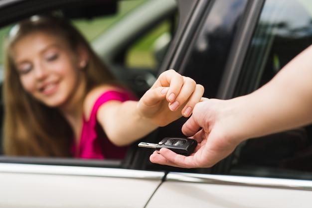 L'autista ottiene la chiave dell'auto