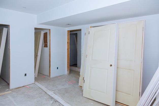 L'edificio è una nuova casa per l'installazione costruzione interna di abitazioni