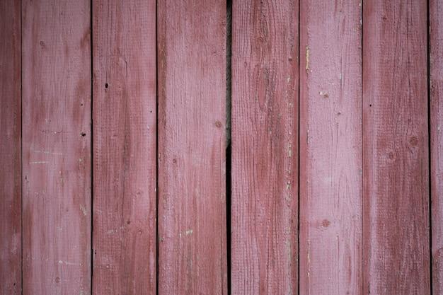 L'elemento in legno della recinzione