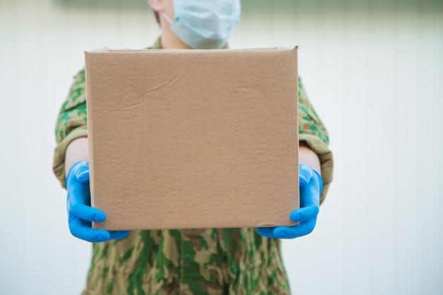 L'esercito consegna cibo a casa tua.