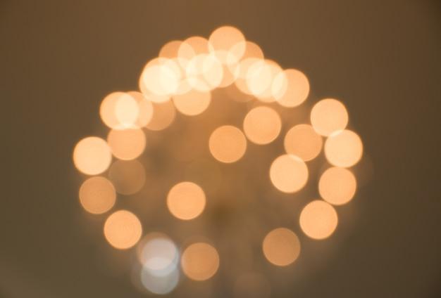 L'estratto ha offuscato il fondo circolare delle luci del bokeh