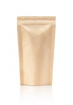 L'imballaggio in bianco ricicla il sacchetto della carta kraft isolato