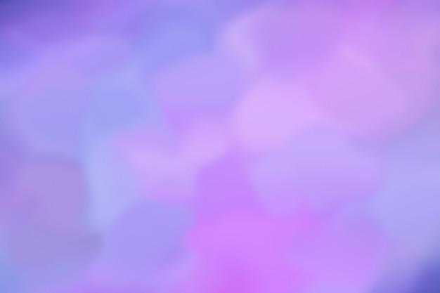 L'immagine di bstract brilla di diversi colori dal blu al rosa al lilla. pattern di sfondo sfocato. ultramarino combinato con luce al neon. stile retrò anni '80