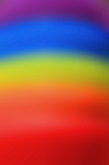 L'immagine verticale dell'arcobaleno di gomma vago estratto ha colorato la pila degli anelli per fondo