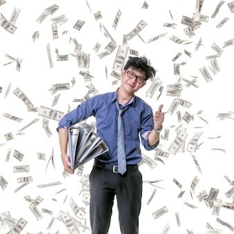 L'impiegato della compagnia è molto contento che molti bonus ricadano su di lui.