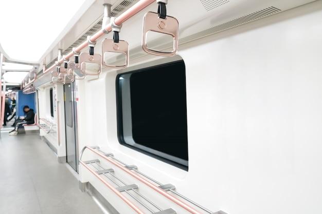 L'interno vuoto dell'auto della metropolitana