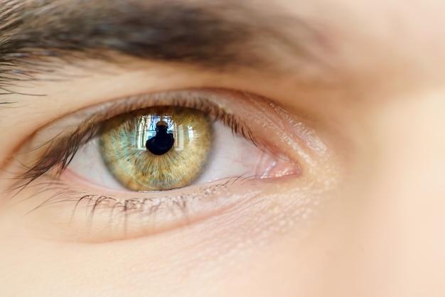 L'occhio di un uomo