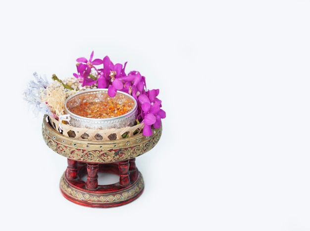 L'oggetto tradizionale si prepara per l'uso nel festival songkran