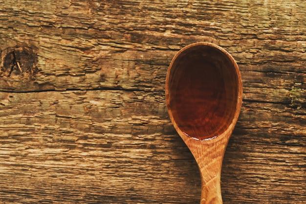 L'olio d'oliva in un cucchiaio