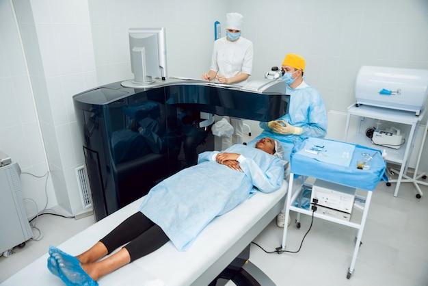 L'operazione sull'occhio. chirurgia della cataratta