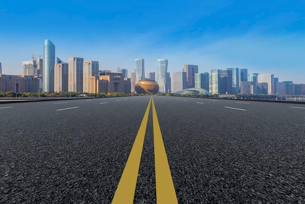 L'orizzonte dello skyline urbano di hangzhou expressway