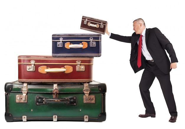 L'uomo che rivendica le valigie