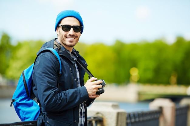 L'uomo con la macchina fotografica
