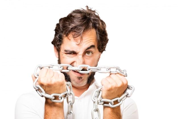 L'uomo con una catena intorno al loro pugno