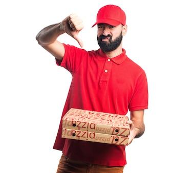 L'uomo di consegna pizza che fa il segnale difettoso