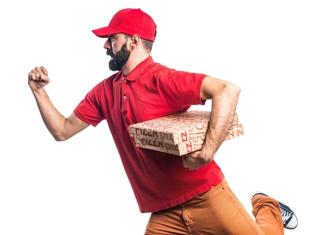 L'uomo di consegna pizza in esecuzione veloce