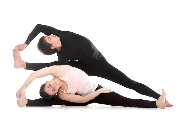 L'uomo e la donna con le gambe aperte