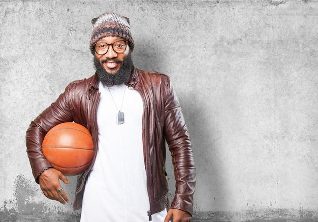 L'uomo in possesso di un basket