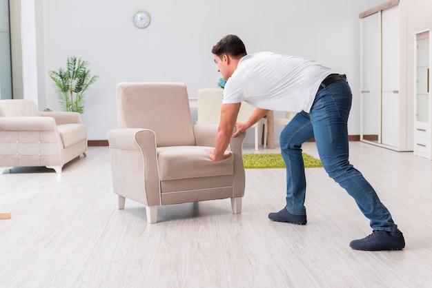 L'uomo mobili mobili a casa