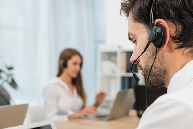 L'uomo nel call center