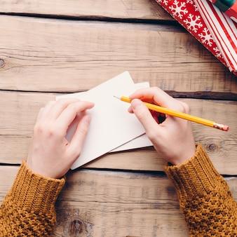 L'uomo scrive una lettera, natale