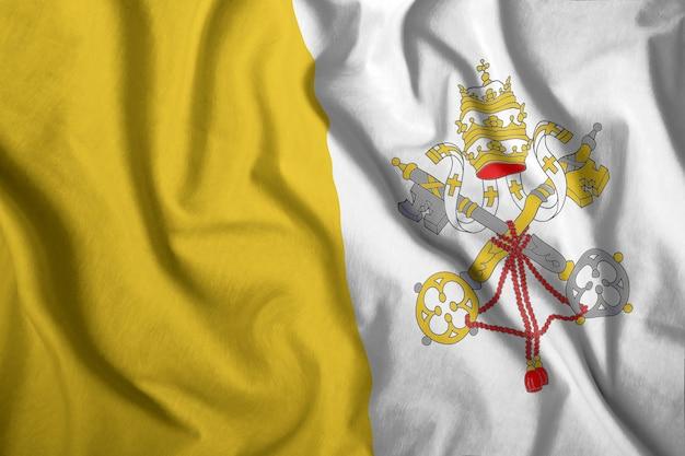 La bandiera del vaticano vola nel vento