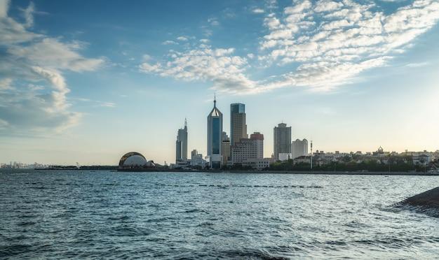 La bellissima costa e l'architettura urbana di qingdao