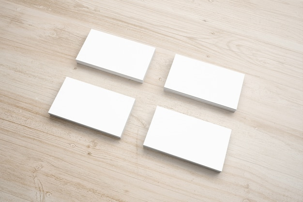 La cancelleria della carta in bianco ha messo sullo scrittorio di legno
