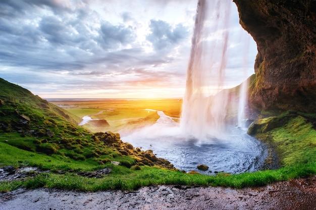 La cascata islandese più famosa