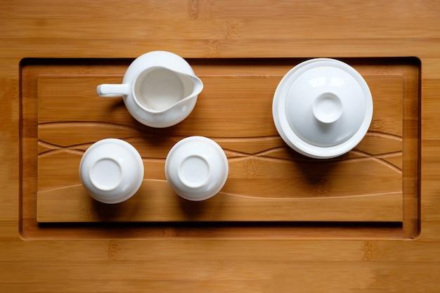 La cerimonia del tè ha messo sulla vista di bambù del piano d'appoggio