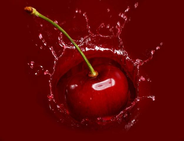 La ciliegia cade nel sacco di succo