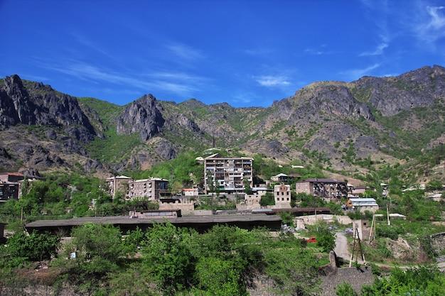 La città nelle montagne del caucaso, armenia