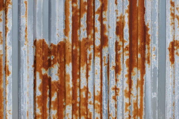 La corrosione dello zinco zincato arrugginito è la