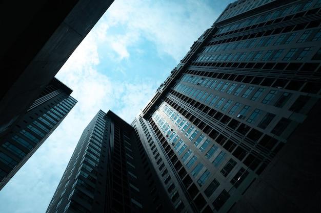 La costruzione del grattacielo, edificio moderno a shenzhen, cina