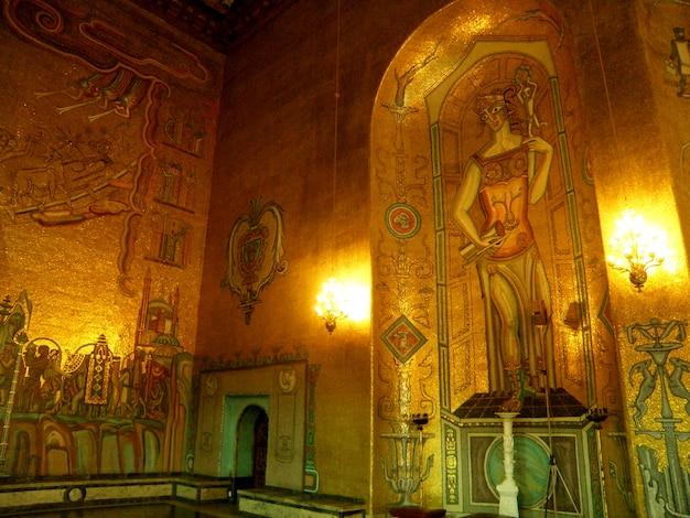 La dea greca splendida ha dorato i mosaici nel corridoio dorato del comune di stoccolma, svezia, scandinavia