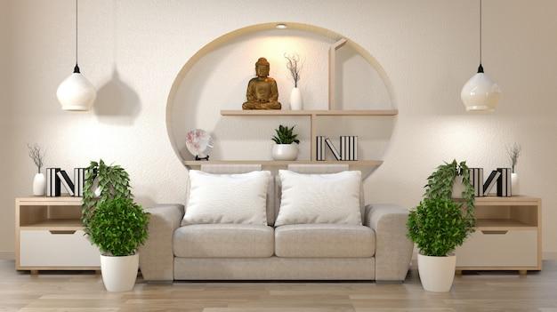 La decorazione interna dello zen del salone sulla parete della mensola deride su con il sofà e sui cuscini su bianco.