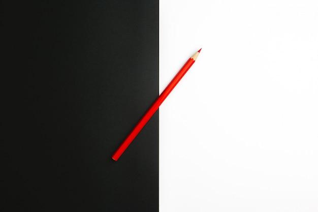 La differenza tra le matite colorate in bianco e nero