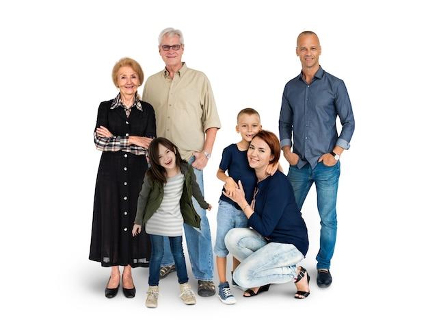 La diversità delle generazioni della gente ha messo insieme lo studio isolato