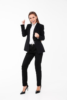 La donna di affari di grido fa il gesto del vincitore